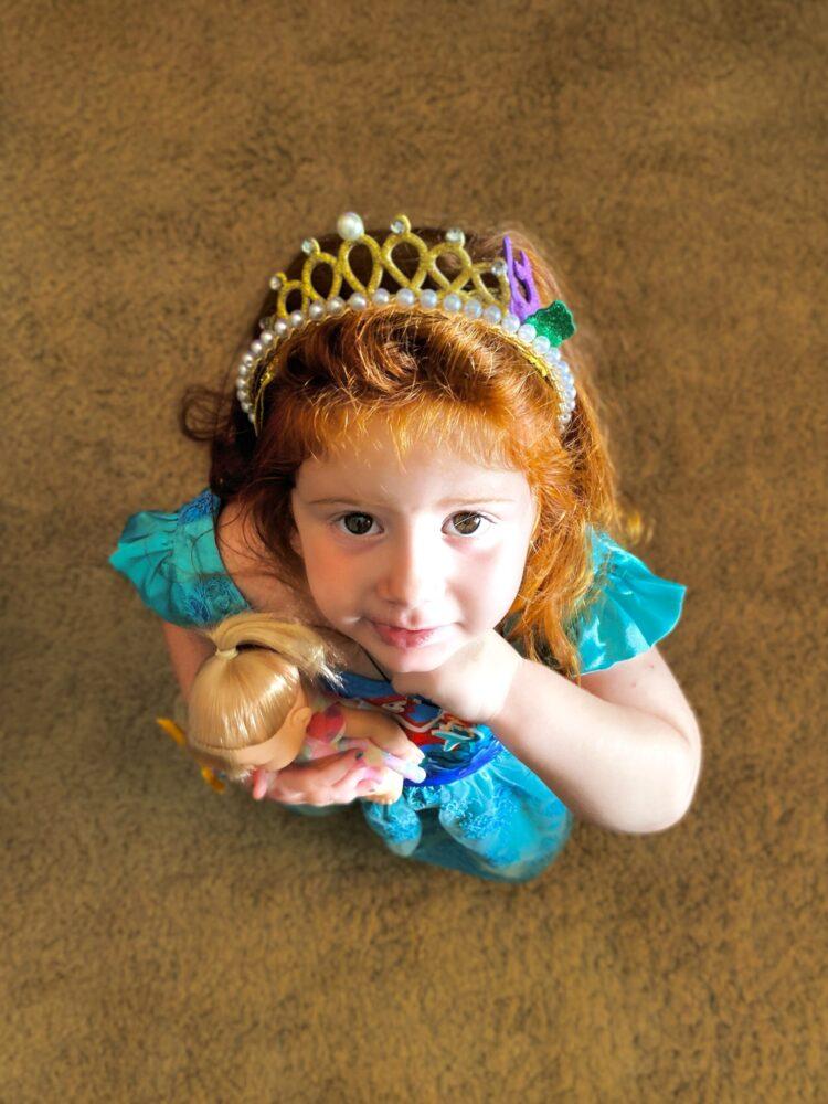 Het Gezinsleven - Moeder & kind - Kinderen 1-4 jaar - 10 dingen die we van onze kinderen kunnen leren - meisje verkleed als prinses