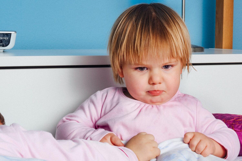 Het Gezinsleven - Moeder & kind - Kinderen 1-4 jaar - 10 dingen die we van onze kinderen kunnen leren - verdrietig kijkende peuter