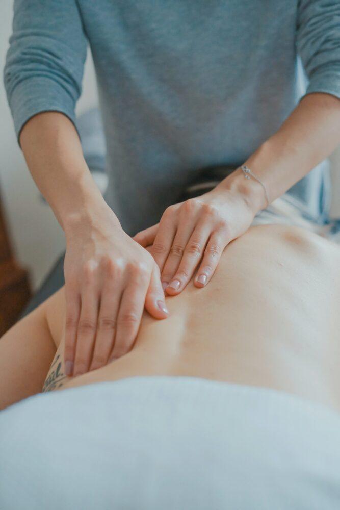 Het Gezinsleven - Moeder&Kind - Baby 10 kraamcadeaus waar je echt blij van wordt - Rug massage 1