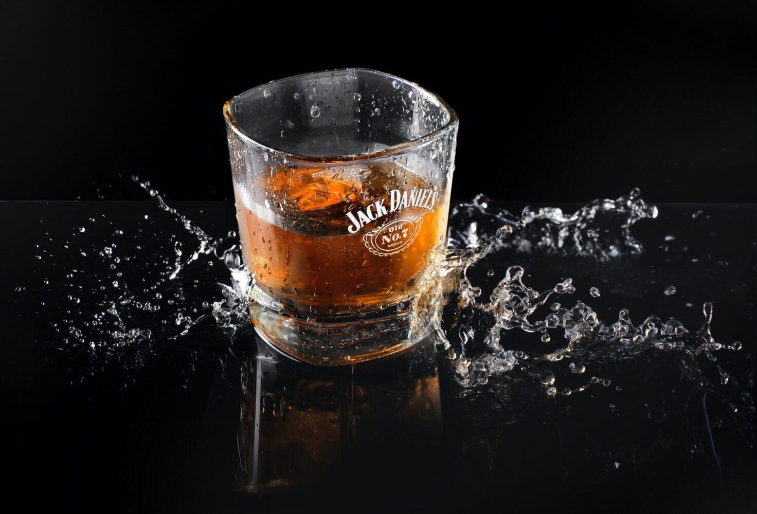 Het Gezinsleven - Lifestyle - Mannen - 8 verschillende soorten whisky - Glas Jack Daniels