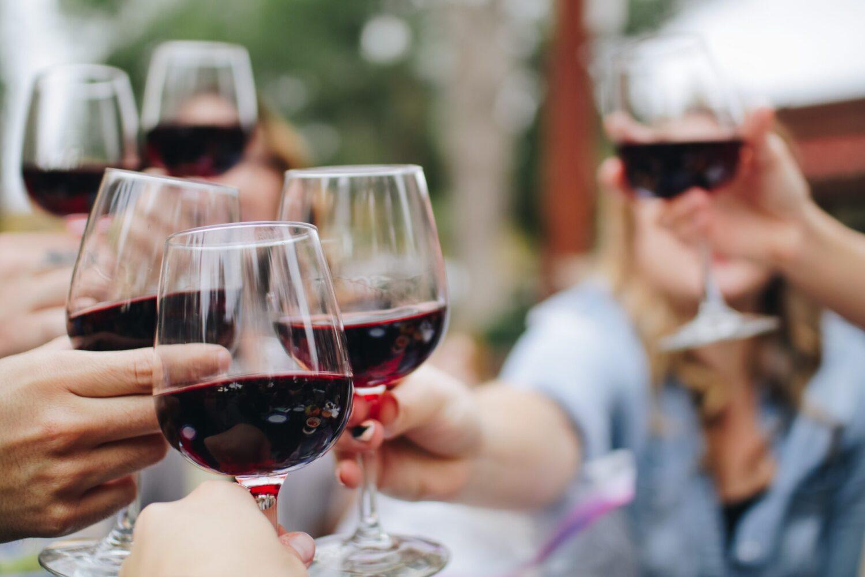 Het Gezinsleven - Lifestyle - Mannen - Hoe plan je het perfecte vriendenweekend? - Wijn proeverij