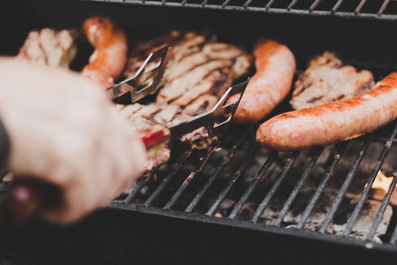 Het Gezinsleven - Lifestyle - Koken en Recepten - 4 barbecue tips - goed gevulde barbecue met vlees