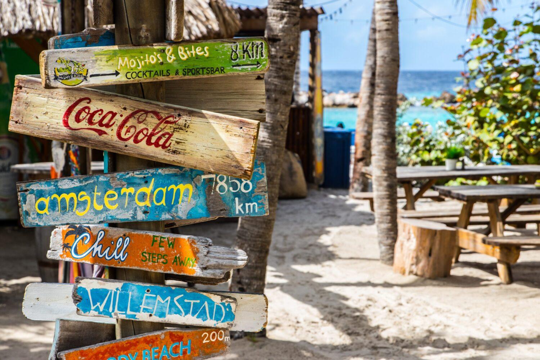Vakantie - Vliegvakanties - 5 redenen voor je volgende reis naar Curaçao! - Het strand van Willemstad
