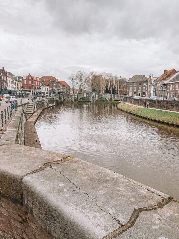 Het Gezinsleven - Uitstapjes - Bezienswaardigheden in Roermond - de Stenenbrug