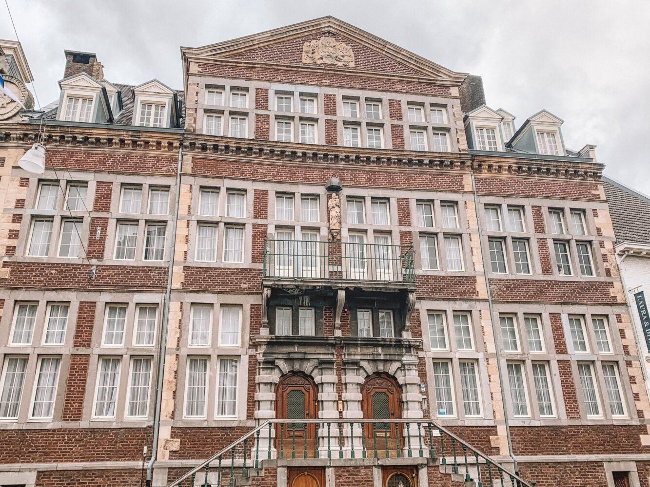 Het Gezinsleven - Uitstapjes - Bezienswaardigheden in Roermond - Huis de Steenen trappen