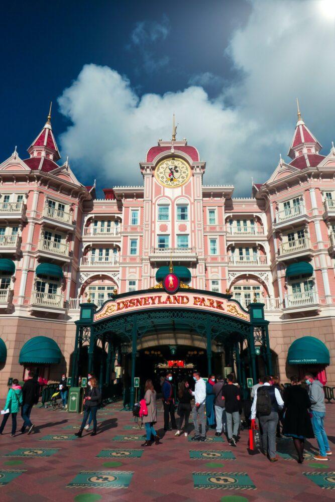 Het Gezinsleven - Uitstapjes - Pretparken - Disneyland Parijs - Ingang Disneyland Park