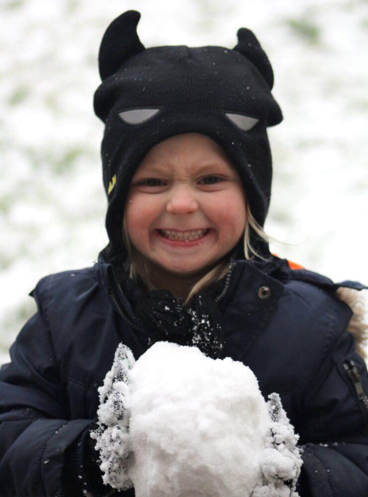 Het Gezinsleven - Moeder en Kind - Moeders - 50 ideeën voor een bucketlist voor kinderen - Sneeuwballengevecht