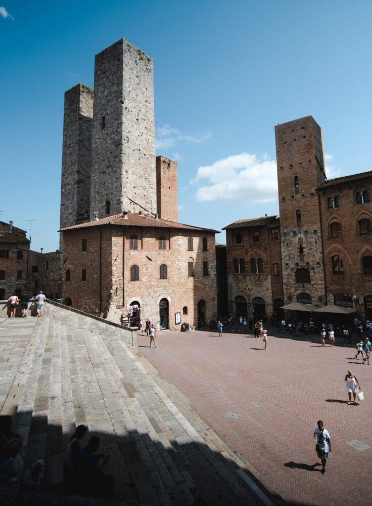 Het Gezinsleven - Vakanties - Europa - De 10 mooiste steden in de Toscane - Een plein met paleis in San Gimignano