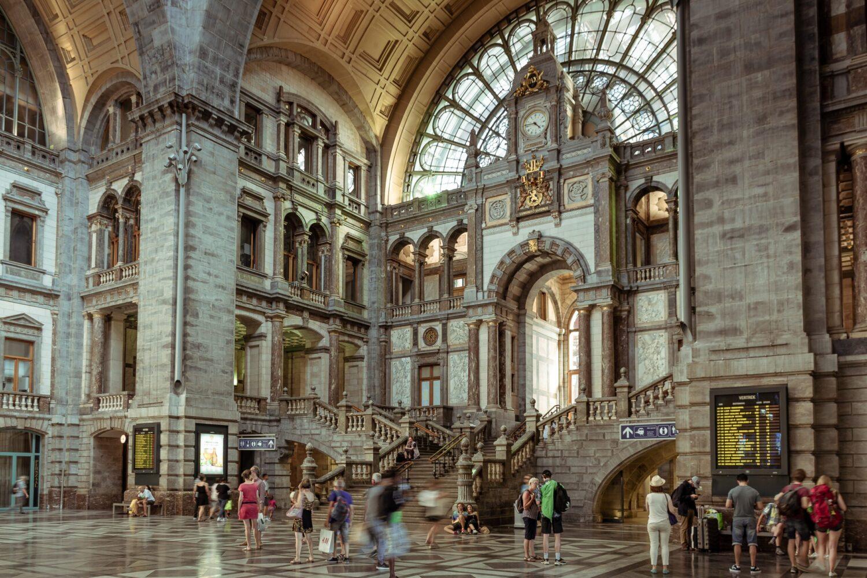 Het Gezinsleven - Vakantie - Stedentrips - Top 10 bezienswaardigheden in Antwerpen - Antwerpen Centraal, treinstation