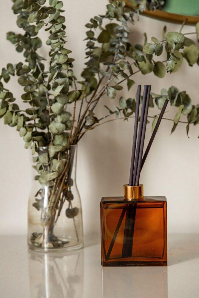 Het Gezinsleven - Lifestyle - Huishouden - Altijd een lekkere geur in huis, zo doe je dat! - Geurstokjes