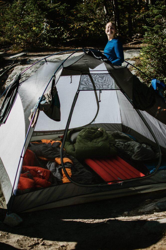 Het Gezinsleven - Vakantie - Autovakantie - Ik ga kamperen met een tent en ik neem mee? - Poseren bij de tent