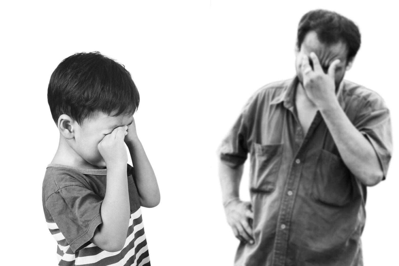 Het Gezinsleven - Moeder en Kind - Kinderen 1-4 jaar - Jongen is boos en vader weet niet meer wat hij moet doen
