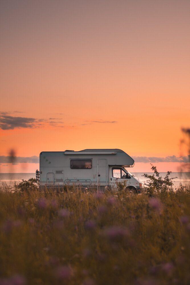 Het Gezinsleven - Vakantie - Autovakantie - Tent, vouwwagen, caravan of camper? Kamperen kun je leren deel 4! - Met de camper aan zee