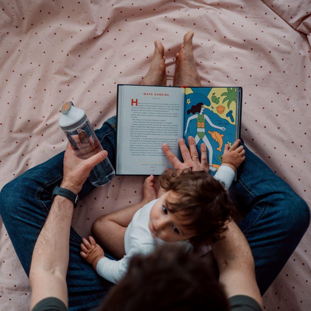 Het Gezinsleven - Moeder en Kind - Kinderen 1-4 jaar - Voorleestips voor jonge ouders! - Boekje lezen met peuter op schoot