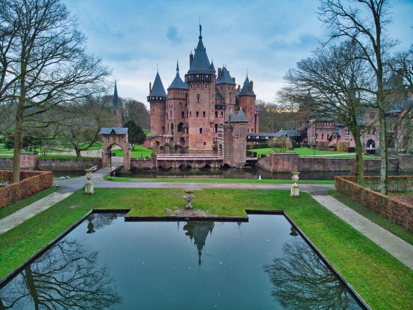 Het Gezinsleven - Uitstapjes - Bezienswaardigheden - Bezoek aan Kasteel de Haar in Utrecht - De vijver met op de achtergrond het kasteel