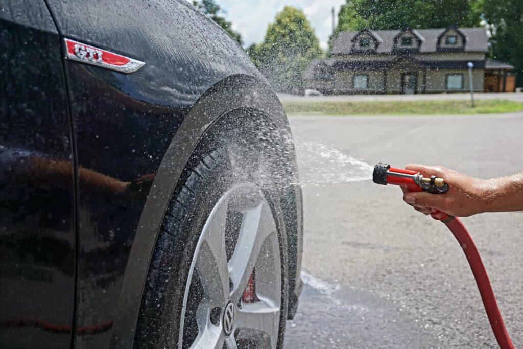 Het Gezinsleven - Lifestyle - Mannen - Hobby's - Auto wassen in 4 simpele stappen - Velgen van de auto wassen
