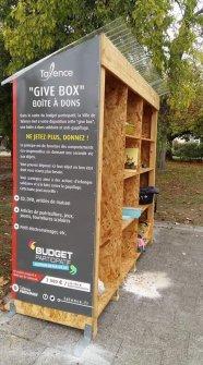 give box boîte à donner