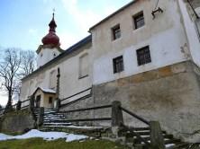 Kirche Petrovice im Winter