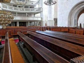 Bänke und Emporen der Wenzelskirche
