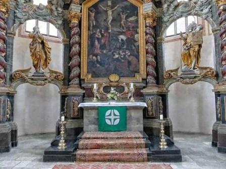 FigurenlinksundrechtsvomAltarinderWenzelskirche