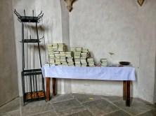 Kleiderständer und Gesangsbücher für den Gottesdienst Wenzelskirche Naumburg
