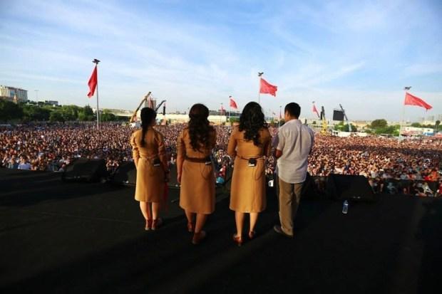 Концерт левого ансамбля Grup Yorum в Стамбуле
