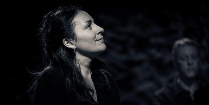 Claire Elzière chante les voix qui se sont tues
