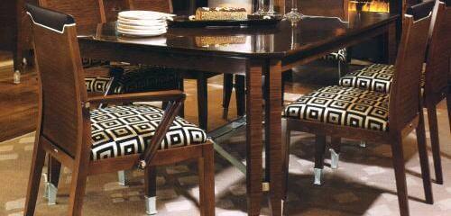 ウォールナットのダイニングテーブル&チェアの上質コーデ