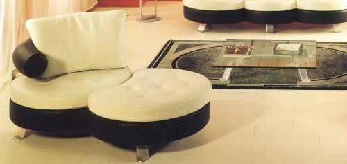 デザインソファの魅力を一段と引き出す部屋全体のコーデ