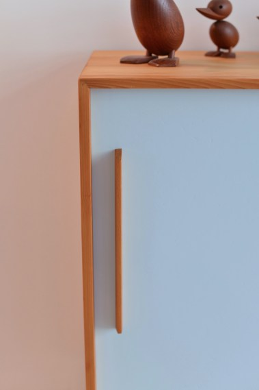 Tannenholz Kommode / Sliding Door Cabinet (Light Blue)