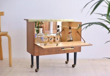 Mobile Walnut Bar Möbel Drinks Trolley heyday möbel moebel Zürich Zurich Binz