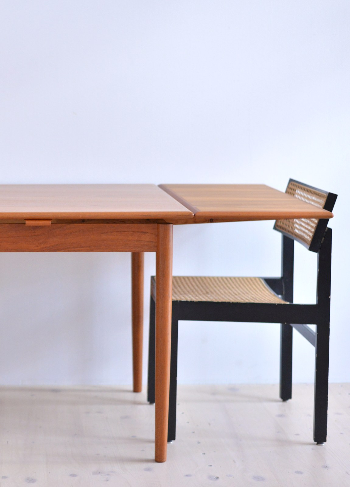 AM Möbler Teak Dining Table Made In Denmark 1960s heyday möbel moebel Zurich Binz Altstetten Vintage and Mid-Century