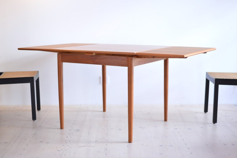 AM Möbler Teak Dining Table Made In Denmark 1960s heyday möbel moebel Zurich Binz Altstetten Vintage and Mid-Century