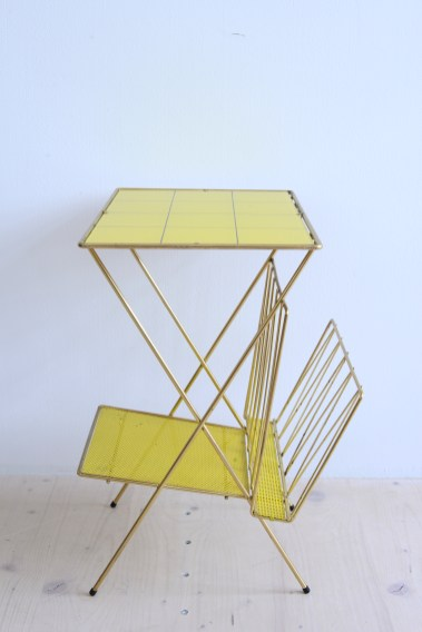 Brass Plated Magazine Rack With Yellow Contrasting Glass heyday möbel mobel moebel Zurich Zürich