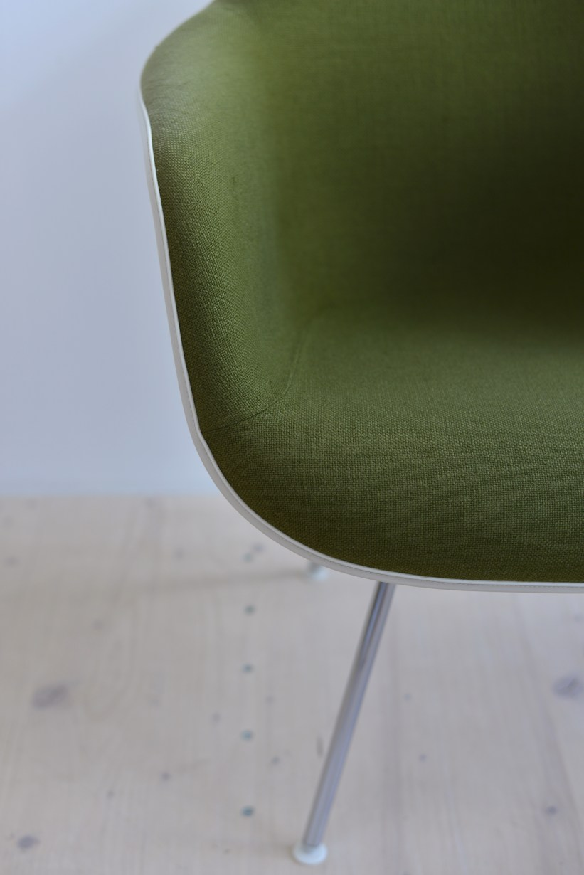 Charles Ray Eames Fiberglass Armchair with Fabric Covering heyday möbel heydaymoebel Binz