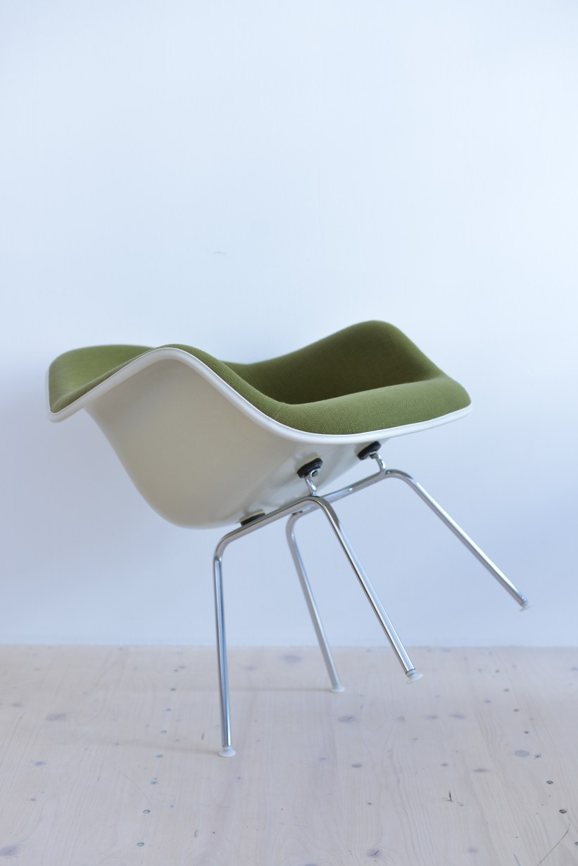 Charles Ray Eames Fibreglass Armchair with Fabric Covering heyday möbel heydaymoebel Binz