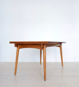 Hans J. Wegner AT 312 Teak and Oak Table available at heyday möbel, Zürich