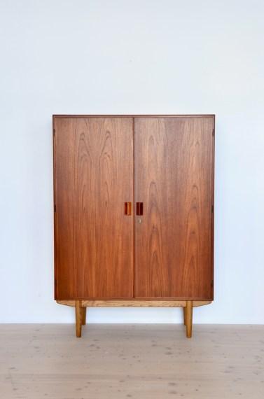 Borge Mogensen High Cabinet in Teak heyday möbel Zürich Mid-Century Modern Furniture