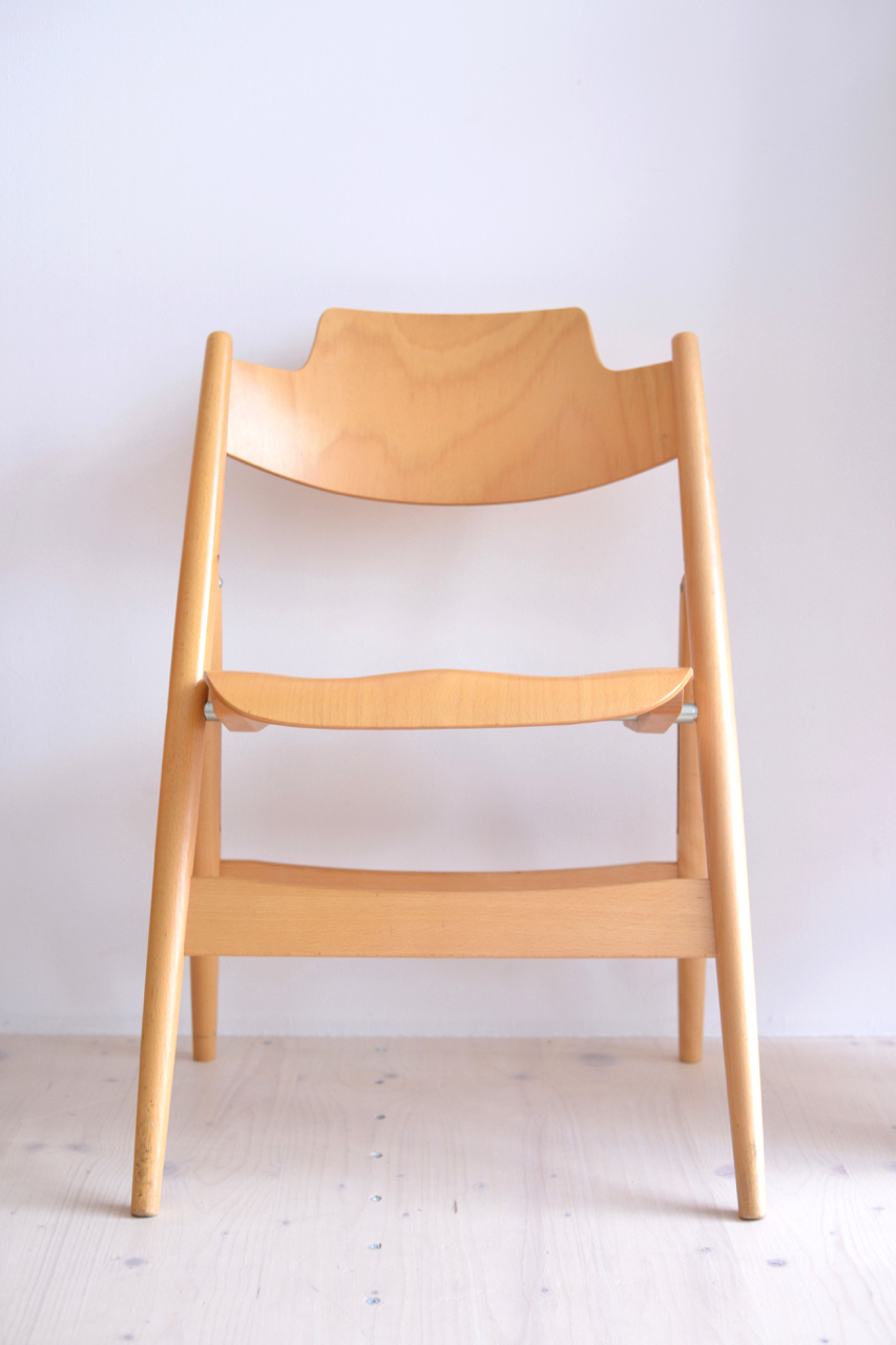 Egon Eiermann SE18 foldable chair. Designed in 1952. Produced by Wilde and Spieth. Available at heyday möbel, Grubenstrasse 19, 8045 Zürich, Switzerland