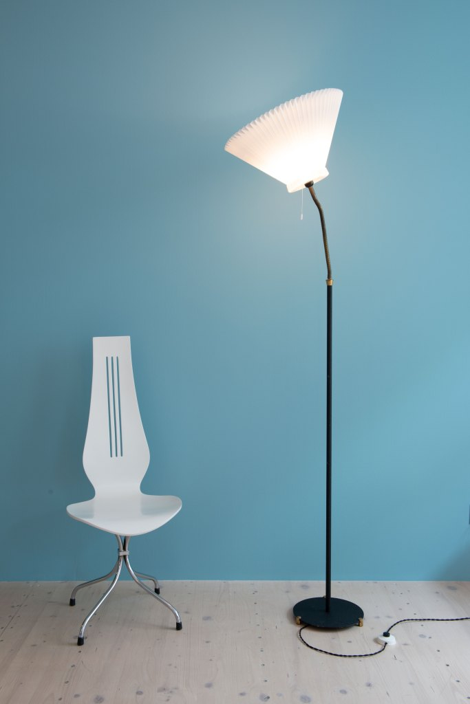 1950s Danish Floor Lamp with Le Klint Shade. Available at heyday möbel. Mid-Century Modern Furniture store in Wiedikon, Switzerland.