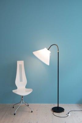 1950s Danish Floor Lamp with Le Klint Shade. Available at heyday möbel. Mid-Century Modern Furniture store in Wiedikon, Switzerland.