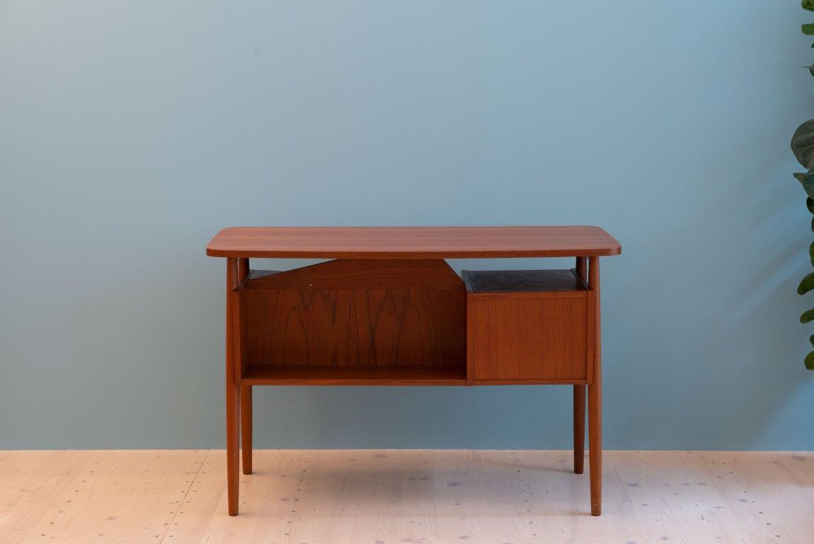 Gunnar Nielsen Tibergaard Teak Desk, produced in Denmark in the 1960s, available at heyday möbel, Grubenstrasse 19, 8045, Zürich.
