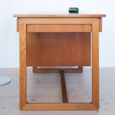Teak kids desk with brass button handles. Mid-century modern furniture and other stuff available at heyday möbel, Zürich
