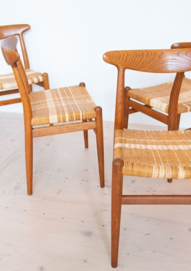 Hans J. Wegner W2 Dining Chair Set in Oak with Wicker Seating. Produced by C.M. Madsen, Denmark 1950s. Available at heyday möbel, Grubenstrasse 19, 8045 Zürich