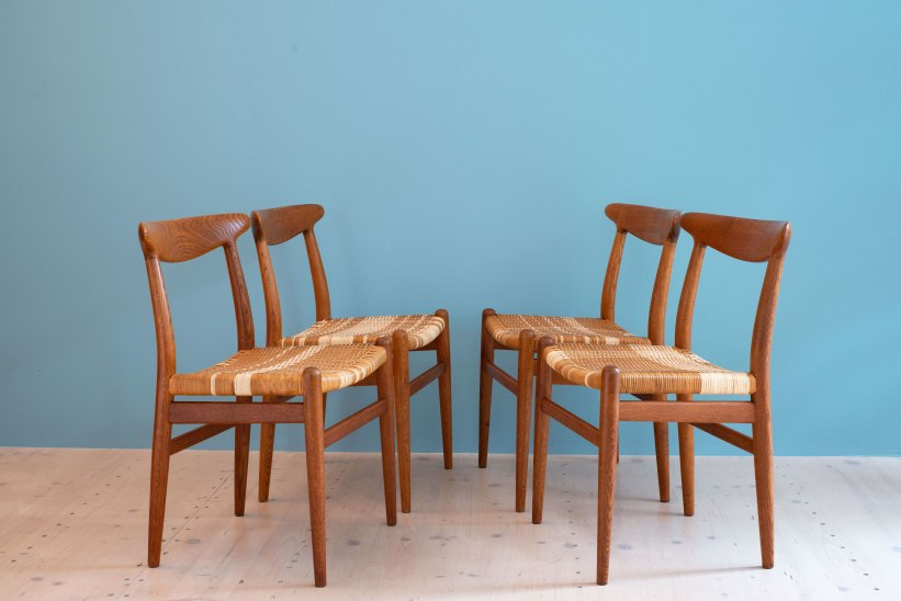 Hans_J_Wegner_W2_Dining_Chairs_Oakd_and_Cane_heyday_möbel_Zurich_Switzerland_0460