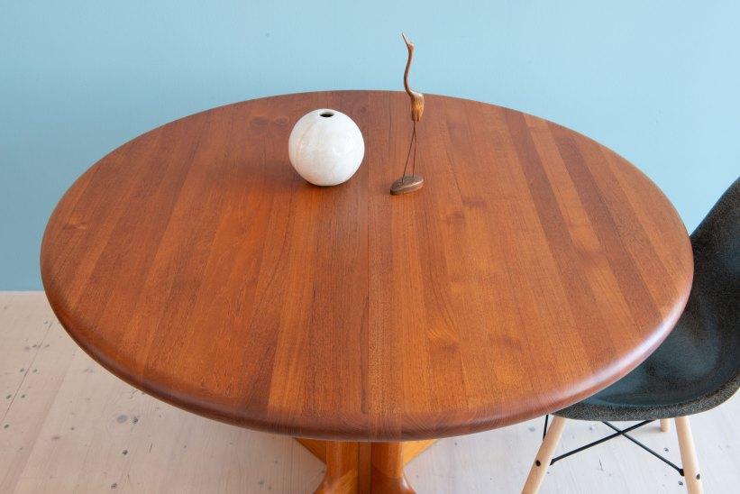 Niels_Otto_Möller__Round_Dining_Table_by_Gudme_Möbelfabrik_heyday_möbel_Zurich_Switzerland_1218