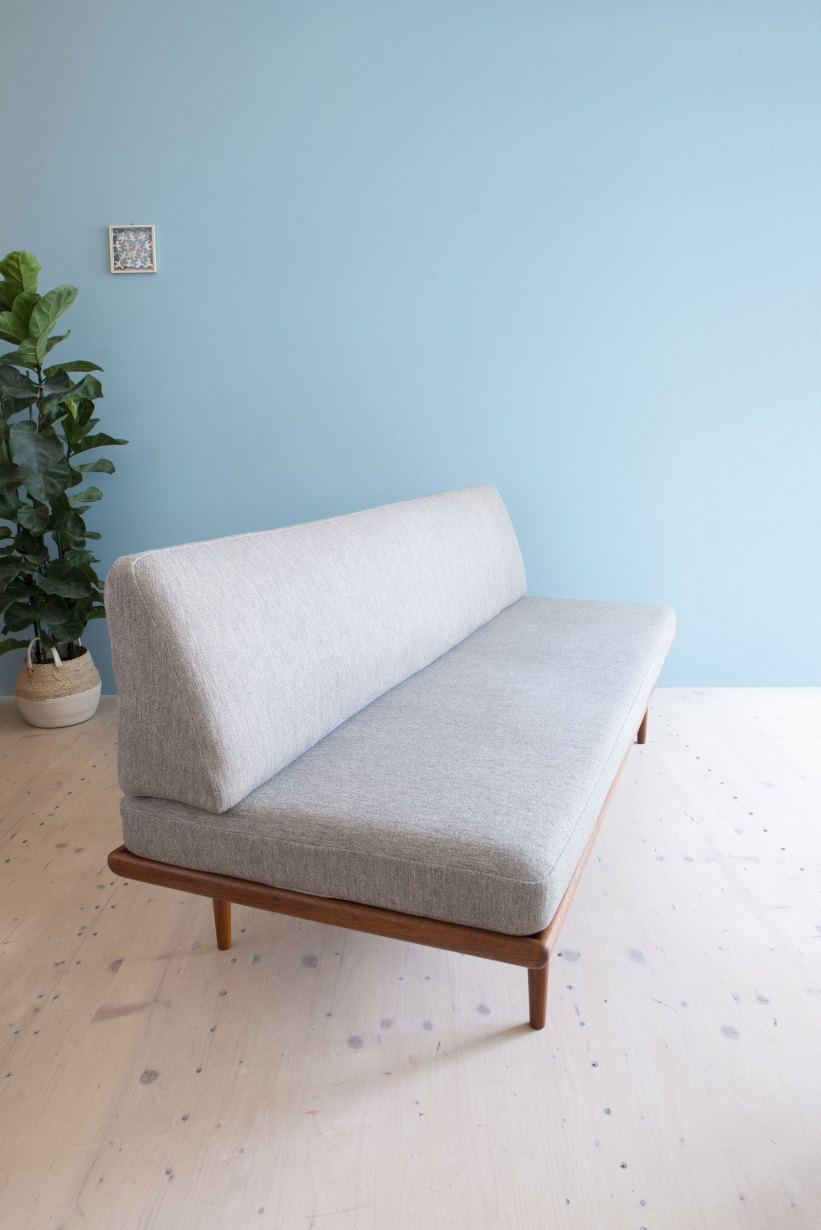 Minerva Daybed by Peter Hvidt and Orla Molgaard Nielsen. Made by France & Son, Denmark, 1960s. Available at heyday möbel, Grubenstrasse 19, 8045 Zürich.