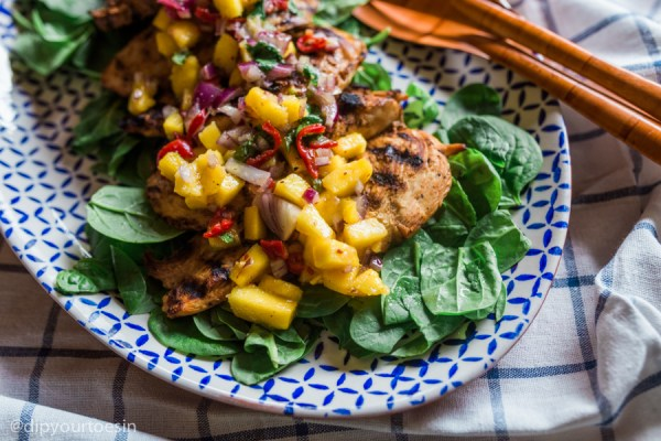 Grilled Orange Chicken with Mango Salsa | via @dipyourtoesin