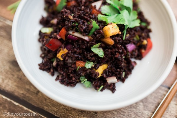 Mango-Curried Black Rice | via @dipyourtoesin