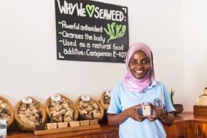 Aiysha holds Seaweed Center product | @dipyourtoesin